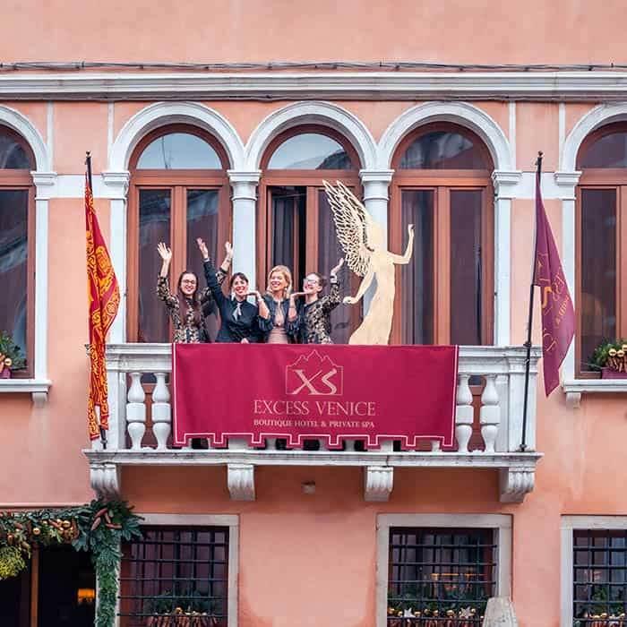 Greetings from the Excess Venice Hotelteam for a wonderful Christmas time and a Happy New Year!